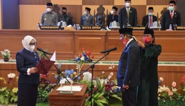 Ketua DPRD Sulbar Lantik Ambo Intang Sebagai PAW