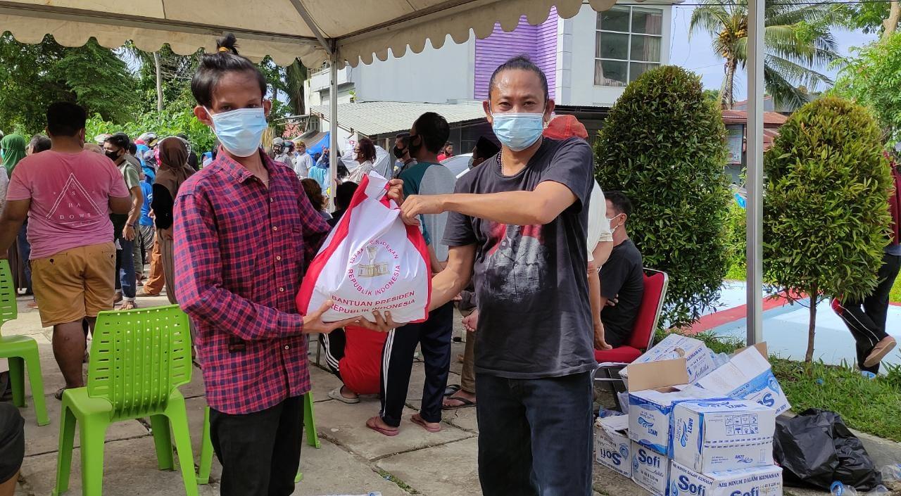 Ado Mas'ud Salurkan Sembako Jokowi