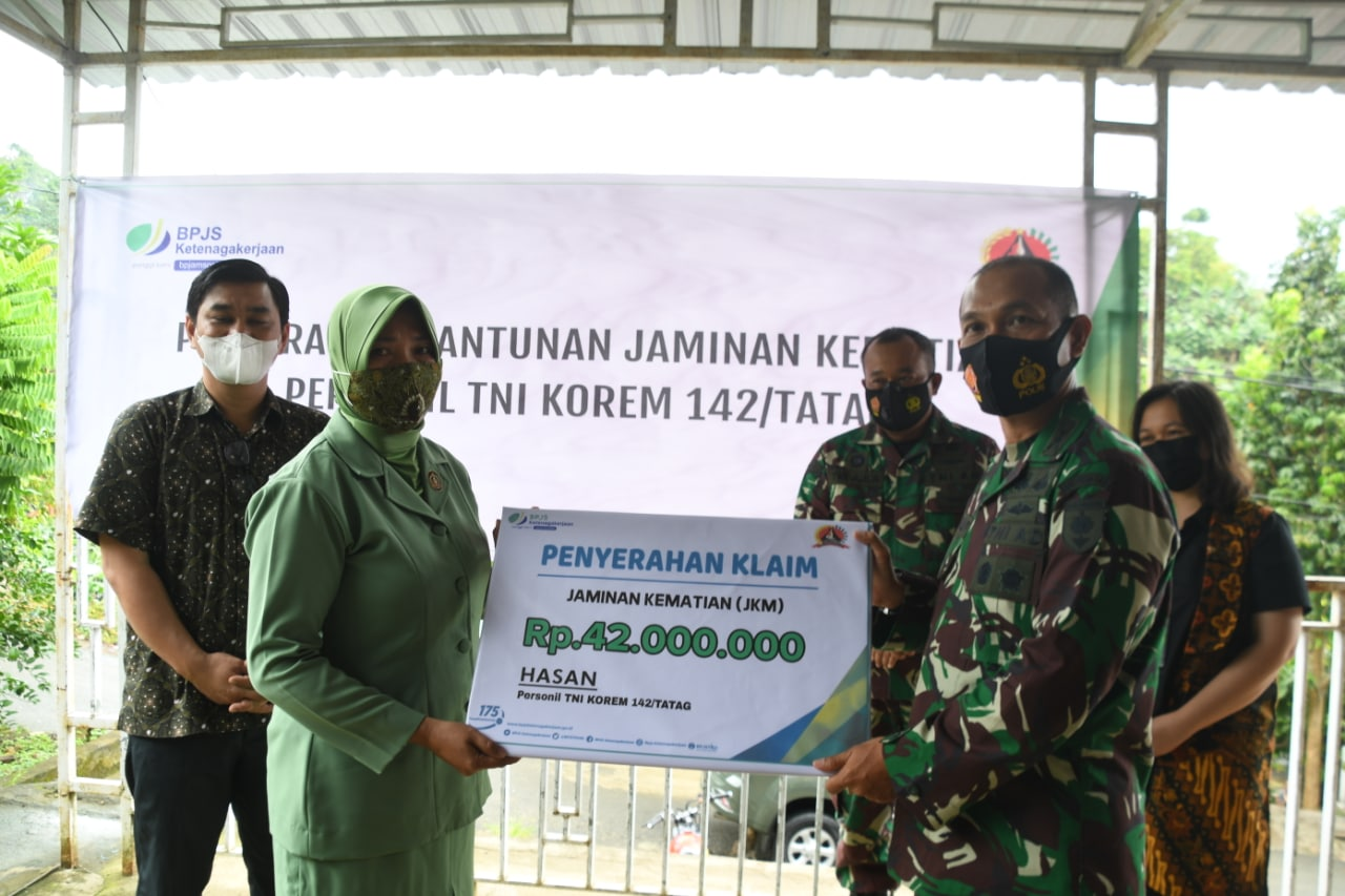 BPJS Ketenagakerjaan Sulbar Menyerahkan Jaminan Kematian Prajurit TNI AD